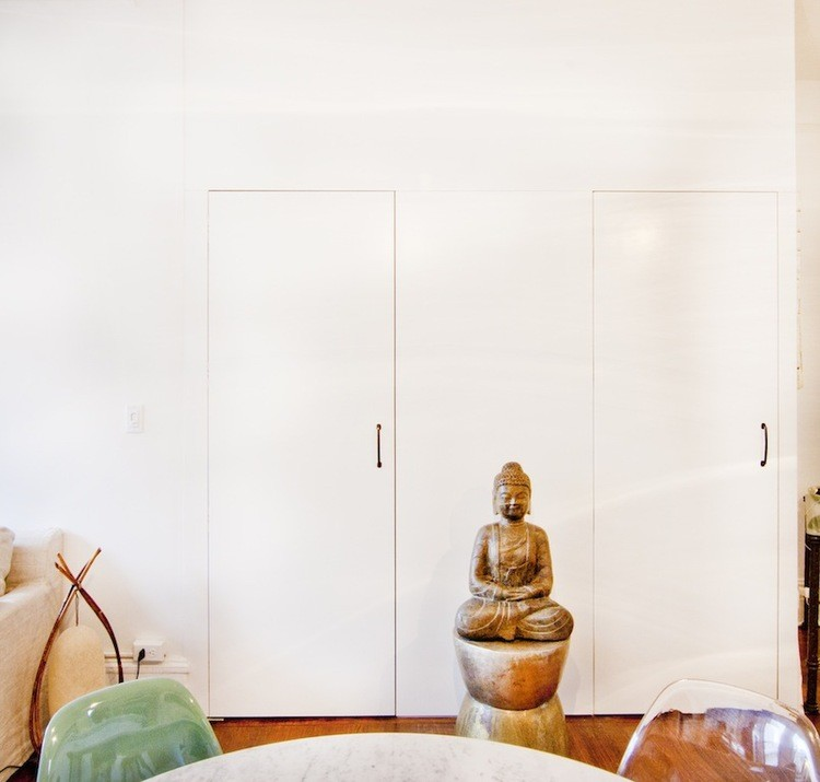 Feng Shui expert Anjie Cho shares nine feng shui tips for a tiny apartment.