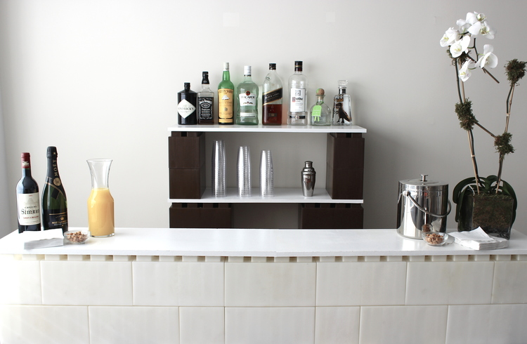 A home bar made of white and brown EverBlocks that resemble giant LEGOs.