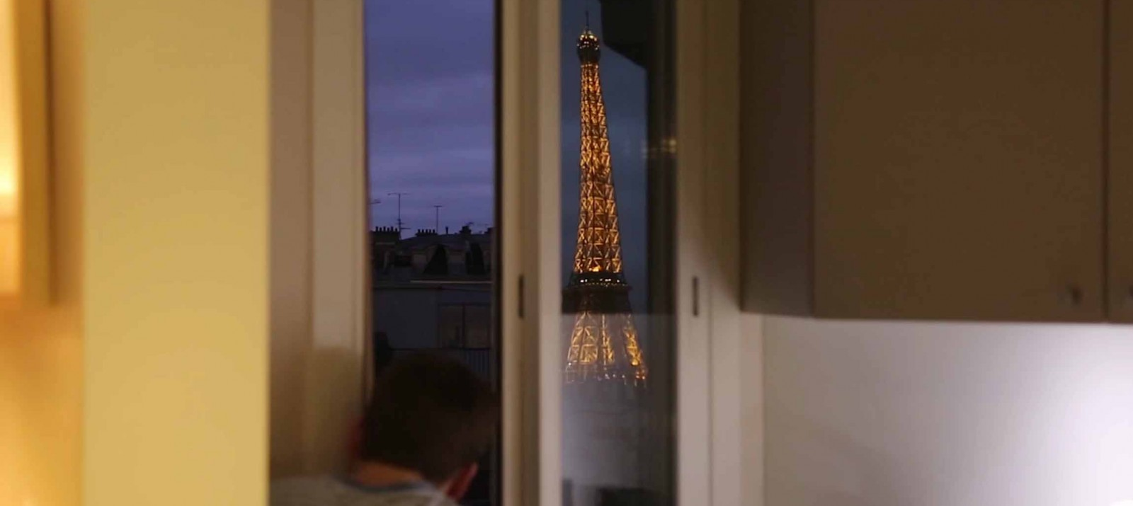 Man Builds Giant Periscope Sees Eiffel Tower From Bed