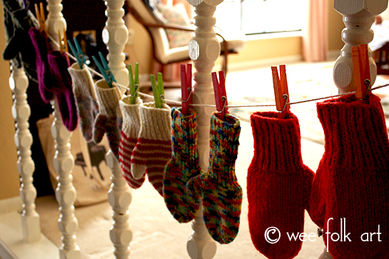 Winter small space storage: store mittens in clothes pins on a string.