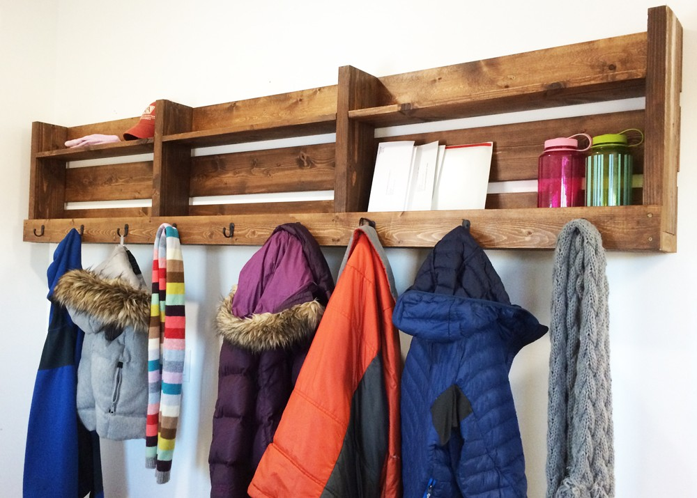 A Diy Wood Pallet Entryway Organizer For Coats Hats Gloves Scarves Handbags