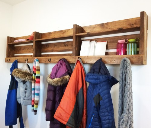 A DIY wood pallet entryway organizer for coats, hats, gloves, scarves, handbags, messenger bags, and backpacks is one of many creative storage ideas for small spaces.