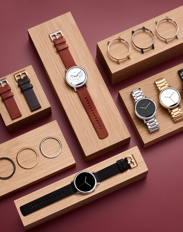 A Moto 360 smartwatch by Motorola is a perfect Valentine's day gift for fiance.