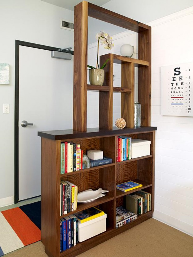 Foyer Divider Ideas : Creative book storage hacks for small apartments