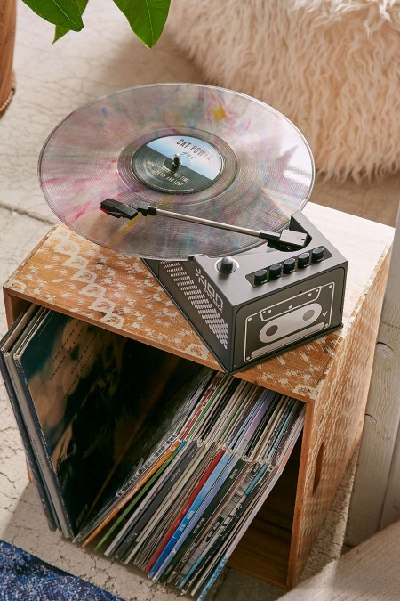 8 Dope Vinyl Record Players That Save You A Ton Of Space