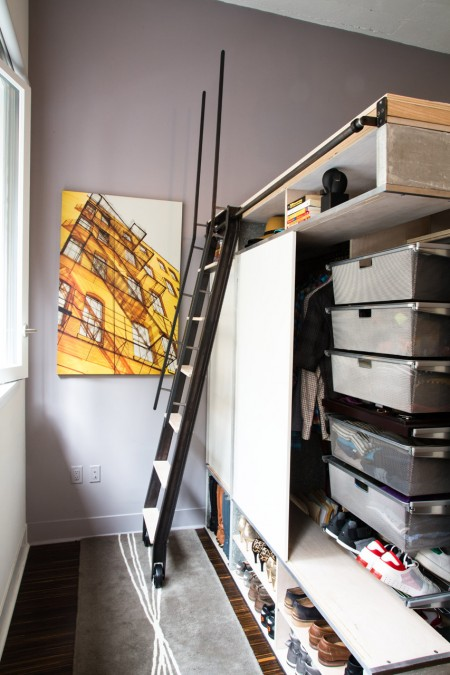 The Domino Loft system has convenient storage space and shelves to store your clothes, shoes, accessories, and more.