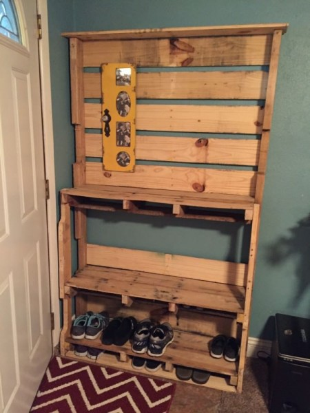 A shoe rack made from two used wood pallets is an easy way to store shoes, slippers, sandals, boots, and more.