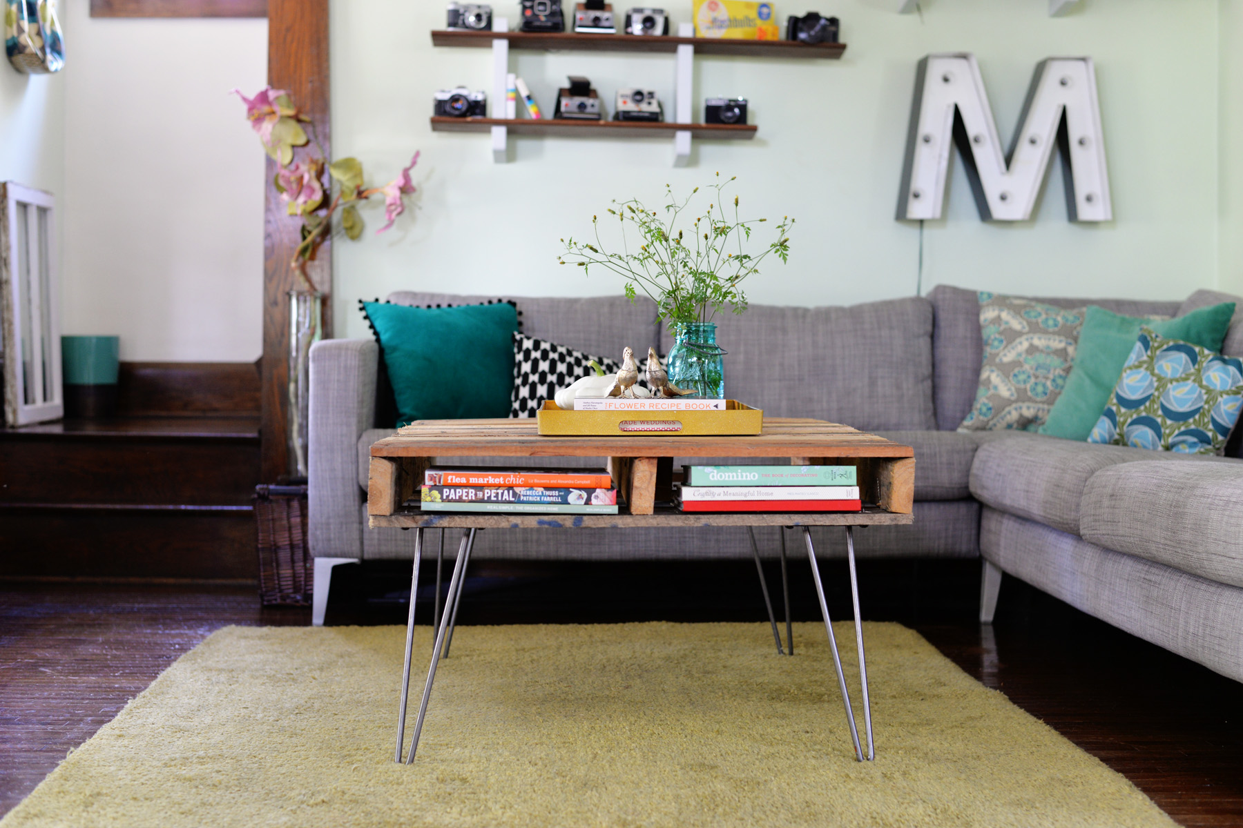 A stylish wood pallet coffee table with storage and hairpin legs.