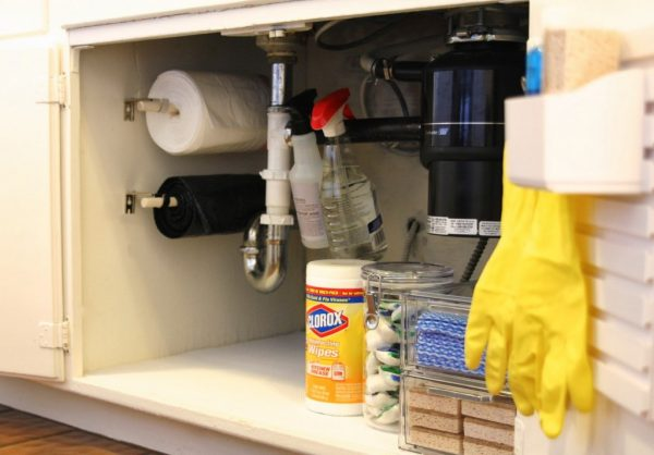 easy diy trash bag dispenser: mount rods to a kitchen sink cabinet wall