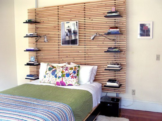 53 insanely clever bedroom storage hacks and solutions - Spalliera letto ikea ...