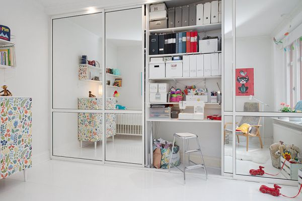 Bedroom Closet Sliding Mirror Door And Storage Shelves