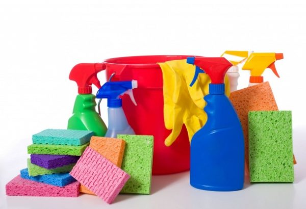 cleaning supplies for moving out of your house and into a new house