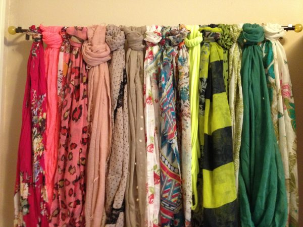 a diy curtain rod scarf storage solution stores 16 scarves