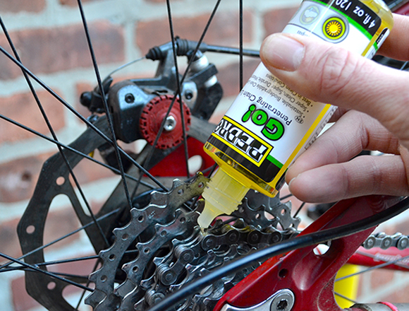 Squeeze Pedro's Go lube onto a bike chain