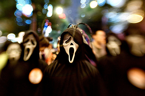 3 people wearing ghostface costumes from the movie scream