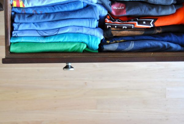 how to organize shirt drawer