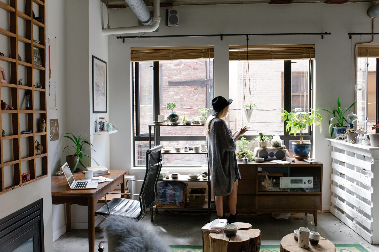 A Real Estate Agent Who Lives In 250 Sq Ft Apartment Shares Her Top 3 Small E Living Tips