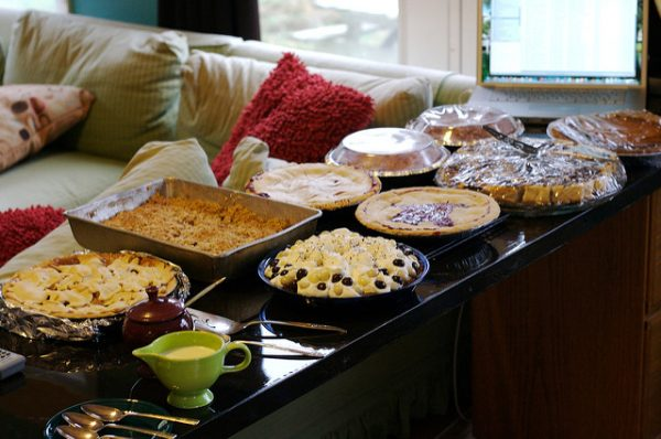thanksgiving buffet table