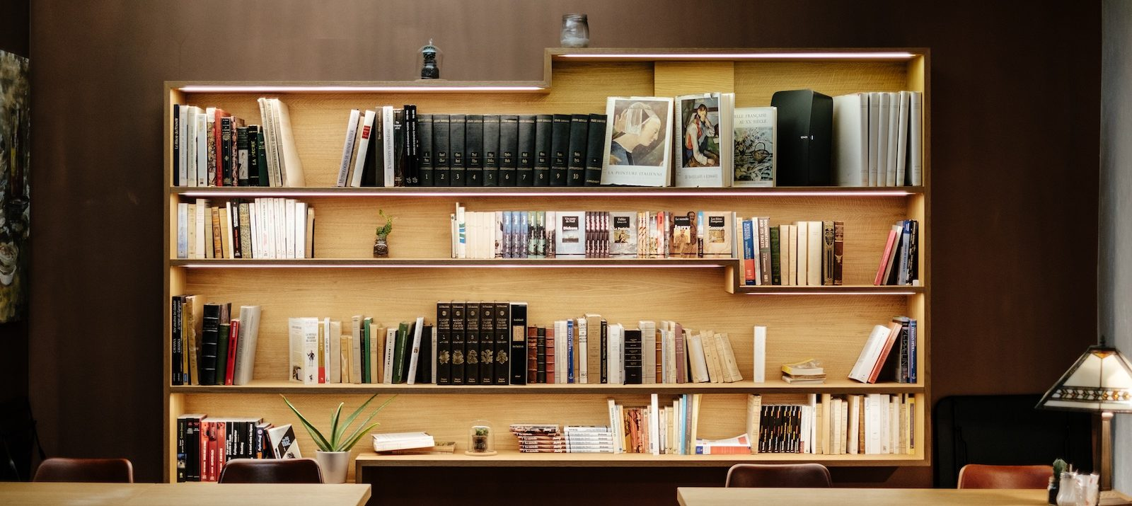 Best Organizing Tips: An Organized, Wall Mounted Bookcase