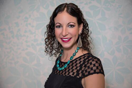 a headshot of professional orgnanizer Juli Oliver