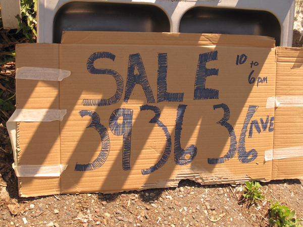 A handmade sign for a yard sale.
