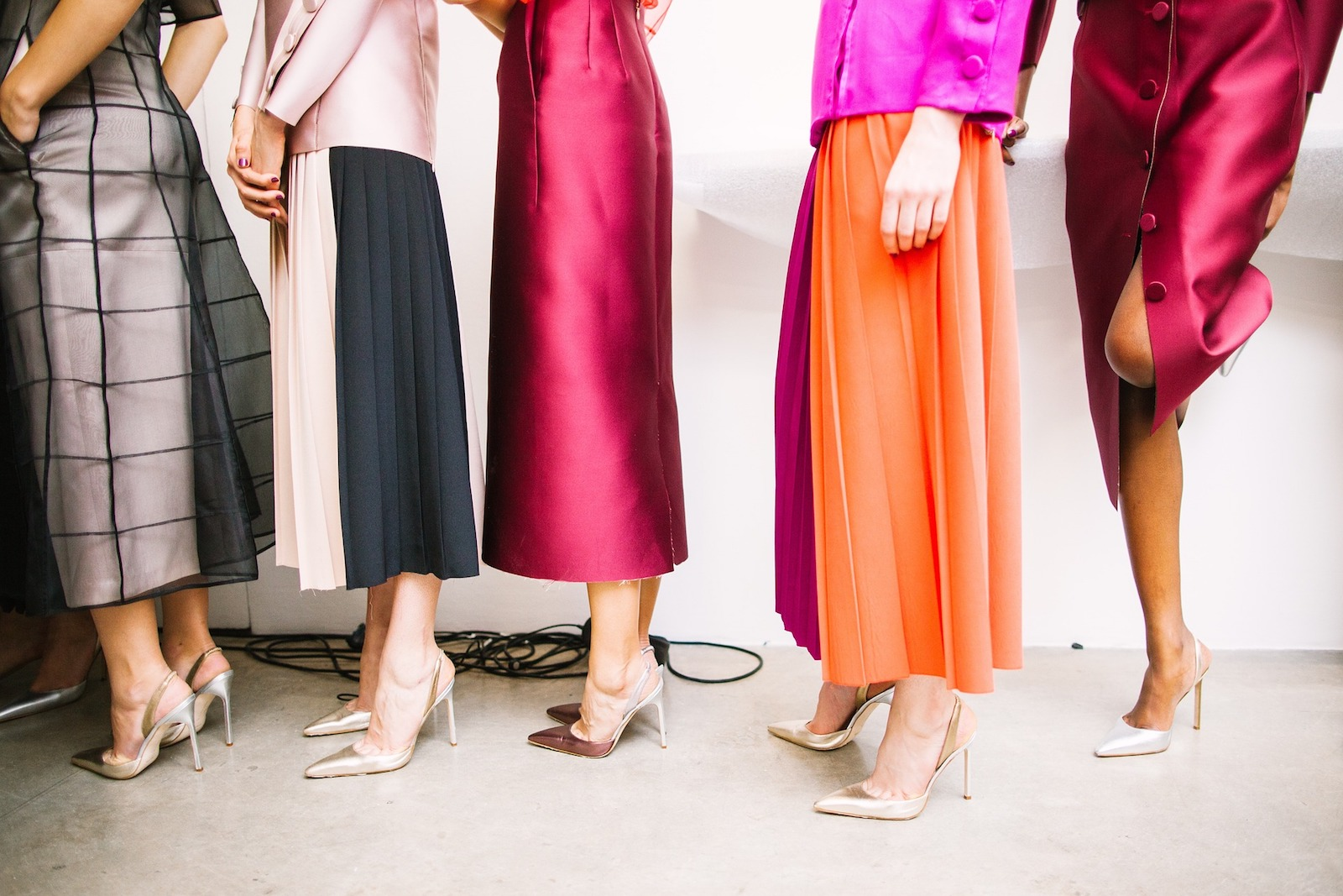 The Right Way To Store Skirts And Dresses: 14 Easy Steps [With Photos]