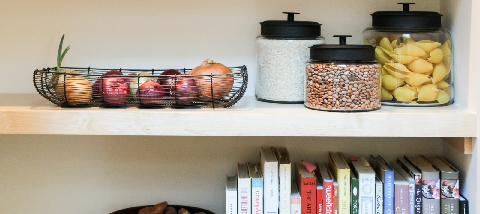 eco-friendly pantry organization hacks, ideas, and tips: reusable glass jars, baskets, and more
