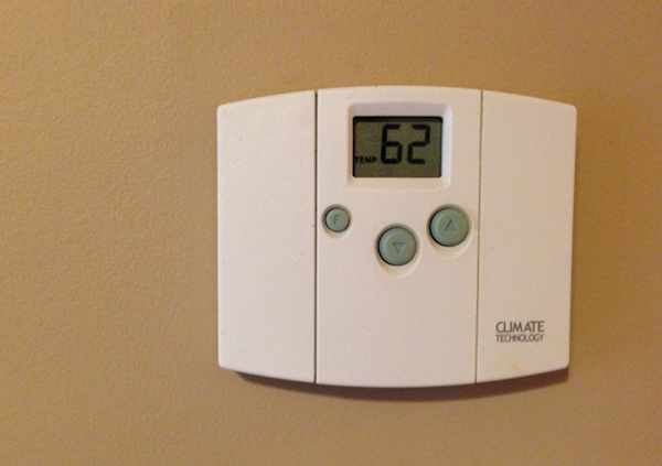 thermostat set to cool temperature