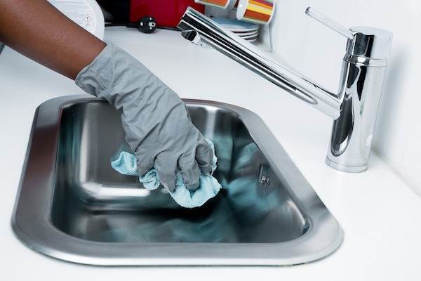 cleaning-kitchen-sink - MakeSpace® Blog