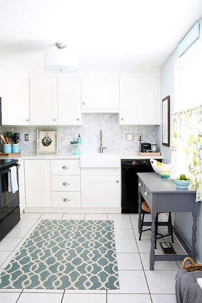 a full, spacious and open kitchen