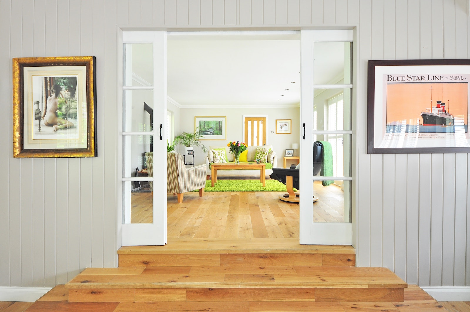 bright-living-room-wood-floors - MakeSpace® Blog