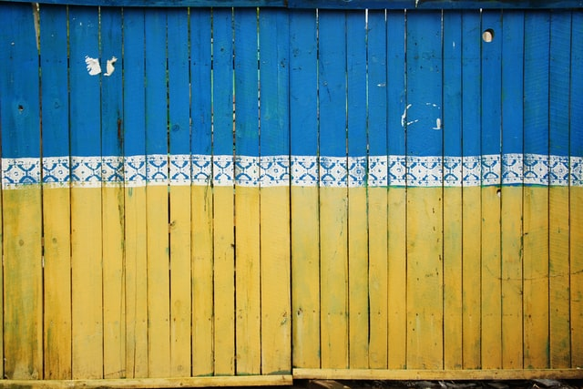 a bright yellow and blue fence
