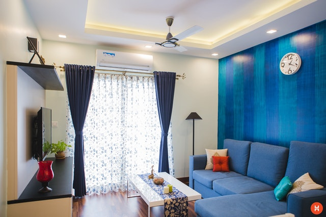 Blue walls and matching blue linens in a living room