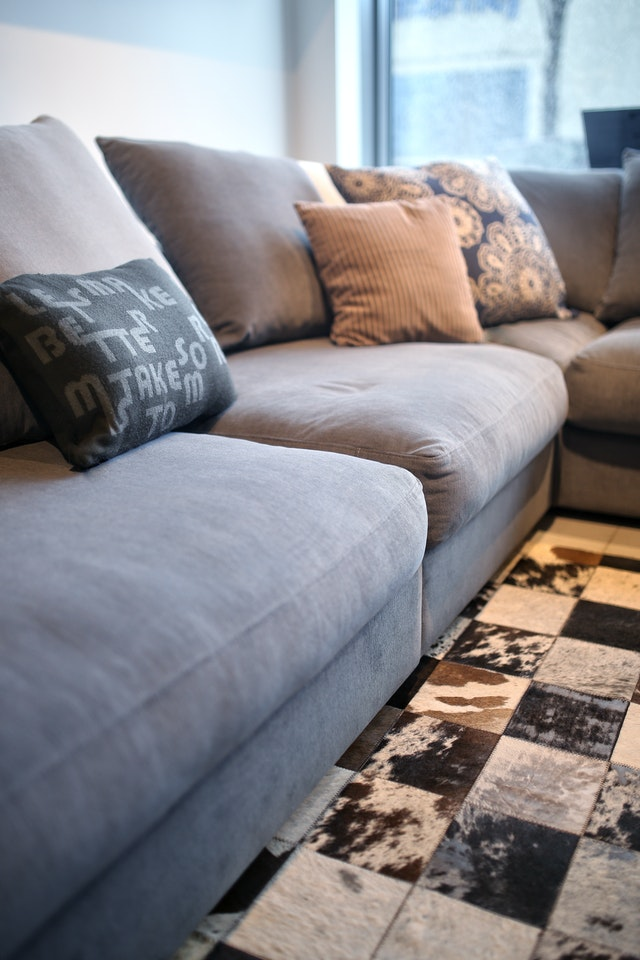 A grey couch with cushions