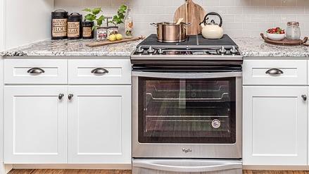A pristine clean cooking range